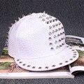 2017 nuevo cocodrilo patrón de cuero pu hip hop remache de metal blanco gorra de béisbol hombres mujeres snapback sombrero