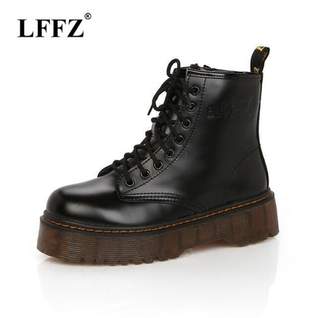 Lzzf 2018 Herfst Mode Rode Zwarte Enkellaarsjes voor Vrouwen Schoenen Punk Korte Motorfiets Lederen Laarzen Platforms Vrouw Dames Schoenen