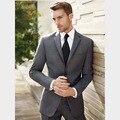 2016 Adaptado GroomTuxedos Terno slim Moda Gris Muesca solapa Mejor ManGroomsmen Prom Trajes de Los Hombres Trajes de Boda (Jacket + Pants + Tie)