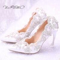 Beyaz rhinestones çiçekler gelin ayakkabı Süper bir ile sivri kristal ziyafet ayakkabı ile ince yüksek kadın ayakkabı yeni ayakkabı