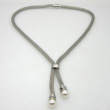 b73fbddc5219b Nouveau 2019 Mode Simple Élégant pendentif en fausse perle Magnétique  Fermoir acier inoxydable colliers de chaîne vente de bijou.