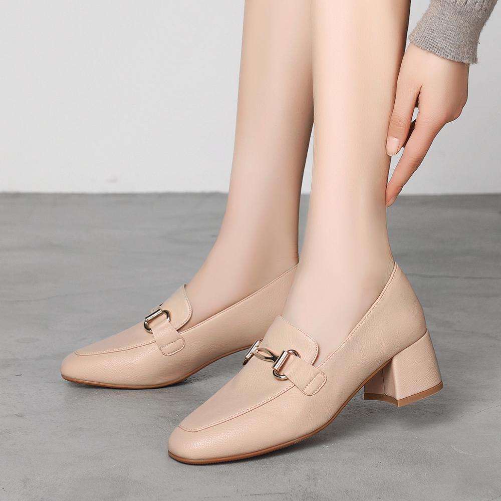 2019 Лидер продаж; модные женские туфли на высоком каблуке; офисные женские туфли лодочки с металлическим украшением; Качественная модная обувь без застежки; Новинка