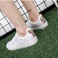 Moda Mujeres Zapatos Casual Mariposa Blanca Señoras Zapatos De Lona Entrenadores PU de Cuero de Tacón Plano Cesta Patineta Zapatos Mujer