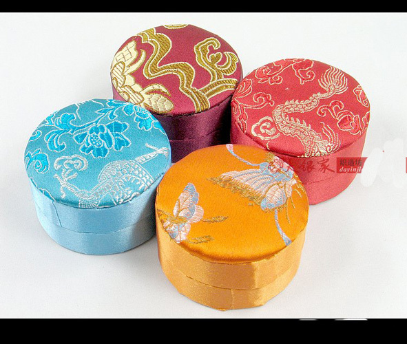 Us 45 0 Round Small Silk Brocade Gift Box Chocolate Candy Favor Boxes Cardboard Jewelry Packaging Case 10pcs Lot Free Shipping In Gift Bags