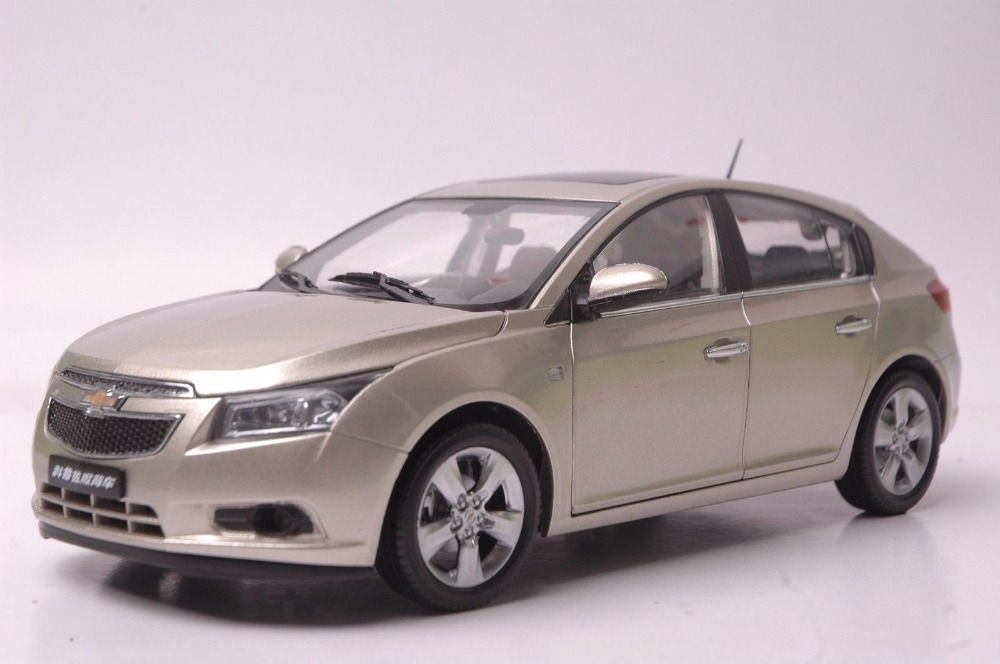 1:18 Diecast Model for Cherolet Chevy Cruze 2012 Gold Hatchback Alloy Toy Car Miniature Collection Gifts 1 18 diecast model for ford focus 2015 gold hatchback alloy toy car miniature collection gifts