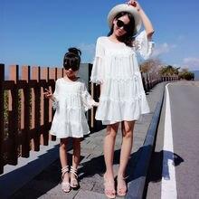Наряды для всей семьи летние кружевные платья мамы и дочки модная