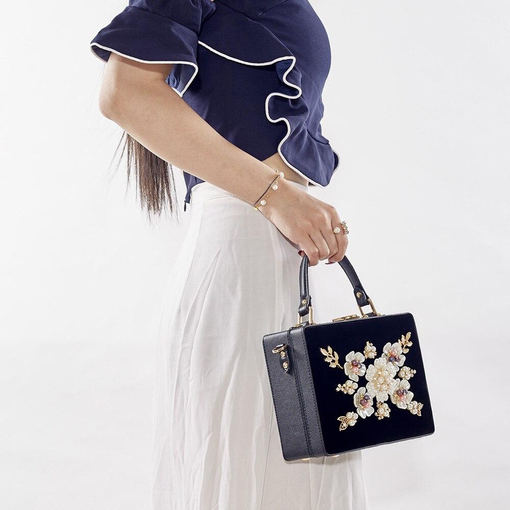 2018 New Women Graceful Floral Totes High-end Dinner Party Messenger Bag Vintage Ethnic Evening Bags Corduroy Black Shoulder Bag