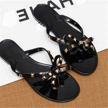 Free delivery summer time girls's trend rivets ornament informal flat heel slippers