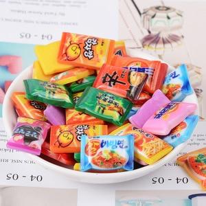 Image 2 - Mini brinquedos de brinquedo para bonecas, brinquedos fofos de miniatura para brincadeiras de cozinha, resina instantânea de macarrão para bonecas e brinquedos de cozinha com 10 pçs/lote