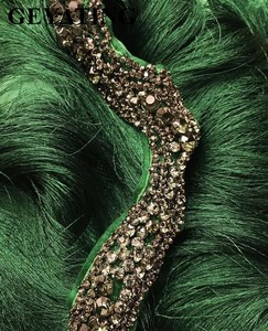 Image 3 - Arabic Wavy Emerald Green Tassel Evening Dress Mermaid Long Crystal Off the Shoulder Elegant Women Formal Prom Dresses in Dubai