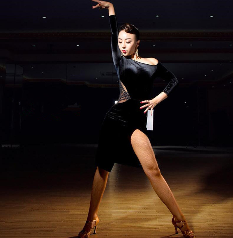 Donne Del Vestito Da Ballo latino velluto maniche lunghe Feminina Vestito  Da Ballo Latino Flamenco Abiti da Ballo Salsa Abiti Vestido De Baile in  Donne Del ... 122f7820a86