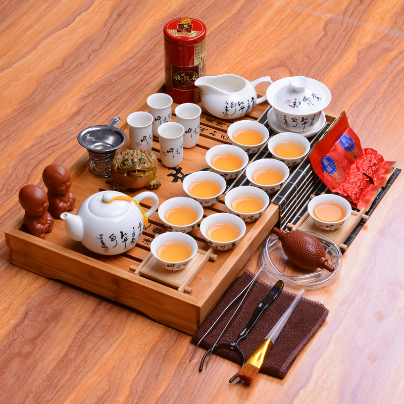 Ensemble de thé chinois traditionnel en porcelaine blanche Dehua en céramique kung fu ensemble complet de plateau de thé en bois massif cérémonie du thé