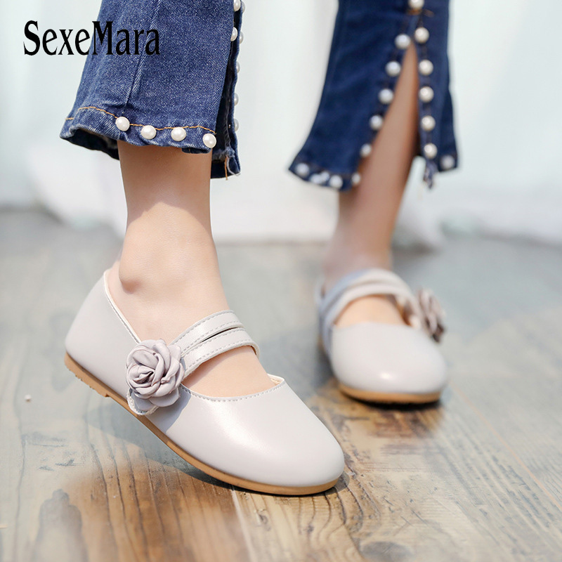 2019 New Small Girls Sandals Side Flowers Baby Single Shoes Students Soft Bottom Dance Shoes Summer Wedding Party Shoes C01318