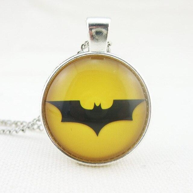€ 21 7 |El vengador Marvel Batman Logo collar superhéroe collar amarillo  joya tiempo cristal collar Cabochon joyería película en Collares de
