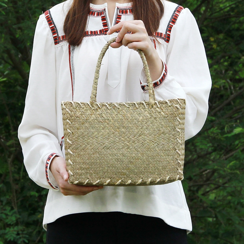 The new straw bag Korean version of the womens mats woven cloth retro art package shoulder bag rattan table beach package