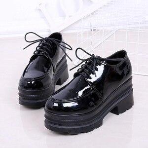 Image 5 - LUCYEVER zapatos de tacón alto para mujer con plataforma cuña, calzado informal de punta redonda con cordones, de piel sintética, color negro