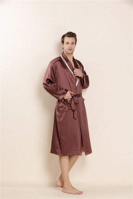 2017 100% Real Silk Summer Bathrobe Mens Gown with Belt and Pockets Male Sleepwear Solid Pajamas Turn-down Collar LX80046M