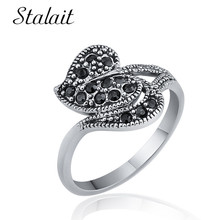 цена Fashion Heart Hollow Alloy Ring Boho Mosaic Black Crystal Silver Color Ring For Women Wedding Jewelry Bague Femme