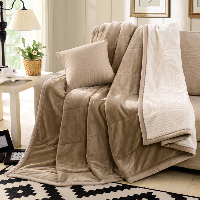 Soft fuzzy blanket images galleries for Sala de estar beige