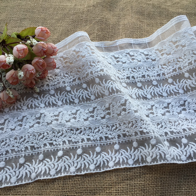 5 Yards Retro off white lace trim, graceful floral pattern, Floral Embroidered Lace, Bridal Veil Lace Trim