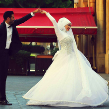 High Neck Arabic Wedding Dresses With Crystals Ball Gowns Islamic Bridal Dress Hijab Veils Long Full Sleeve Muslim Wedding Gown