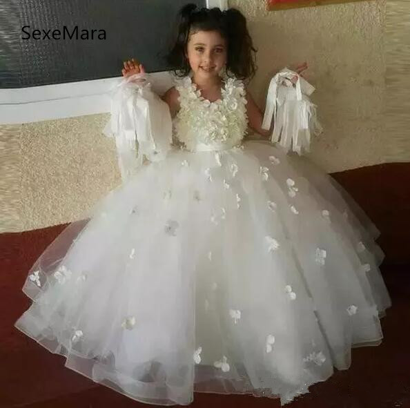 Здесь можно купить  White 2018 New Ball Gown Flower Girls Dresses 3D Flowers Beaded Zipper Back Pageant Gown First Communion Dress  Детские товары