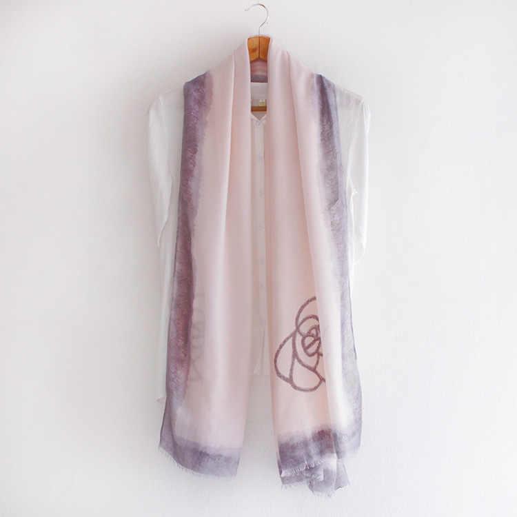 新しいファッション黒白い花プリントカシミヤルックスカーフ女性ソフト暖かいシルクコットンスカーフ高品質秋lencosデseda