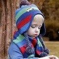 2016 nueva moda sombrero de la bufanda de dos piezas lindo del niño infantil de lana caliente del oído protección bebé juego de la bufanda