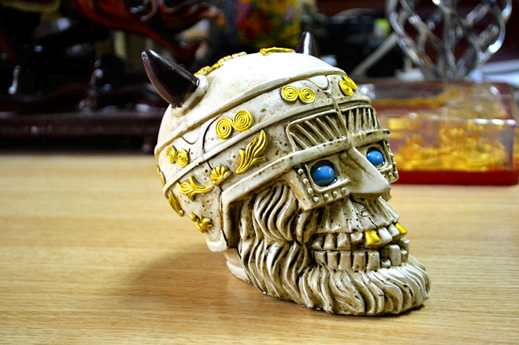The modern European skull do old vintage belt cover large living room decoration office decoration ashtray ashtray