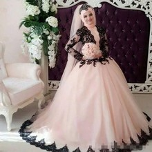 Elegant Long Sleeves Ball Gown Muslim Wedding Dresses with Lace Black Appliques Arabic Style Islamic Bridal Dress With Hijab