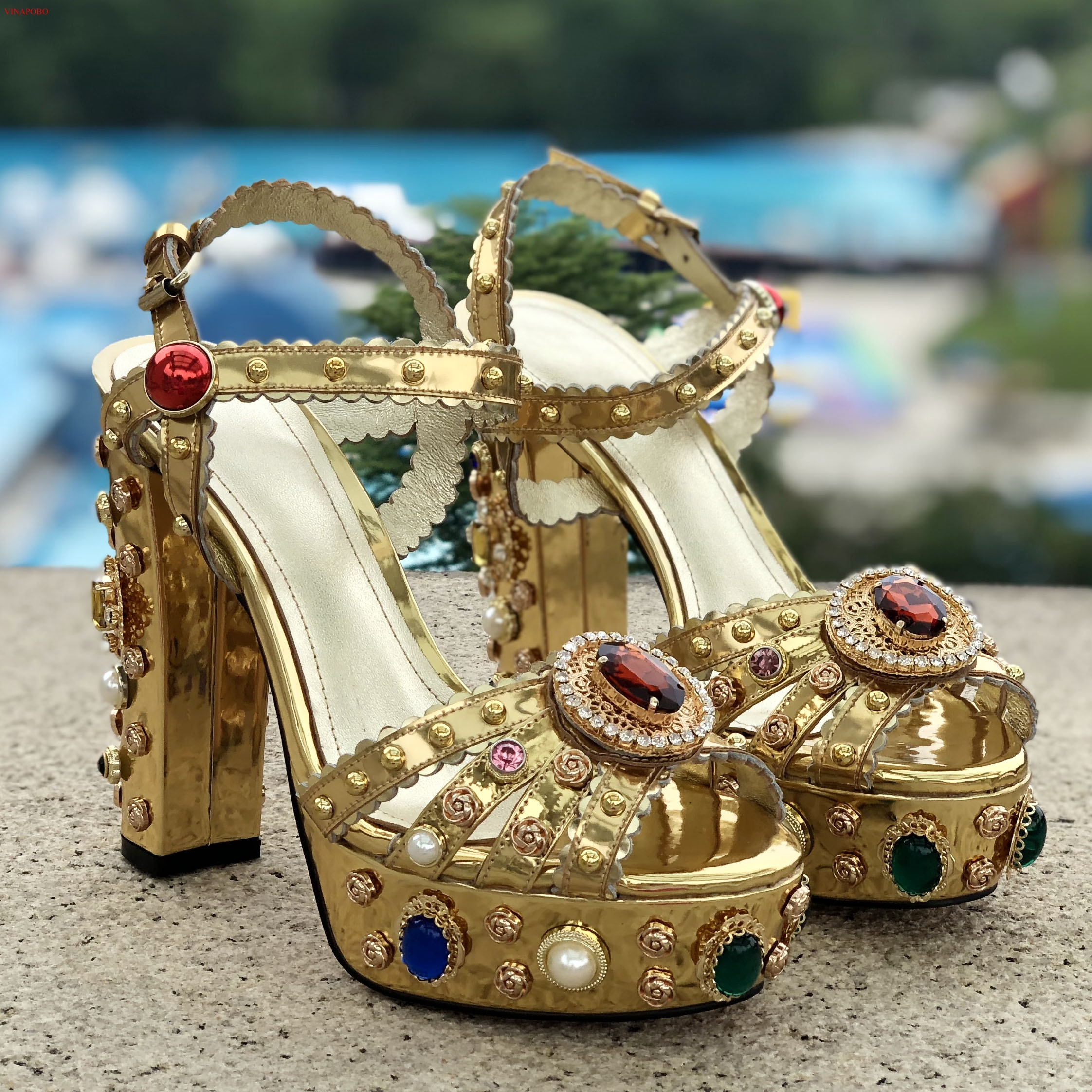 Vunapobo Newest Gold Leather Rivets Studded High Heel Sandals Peep Toe Crystal Embellished Platofrm Thick Heels wedding Shoes