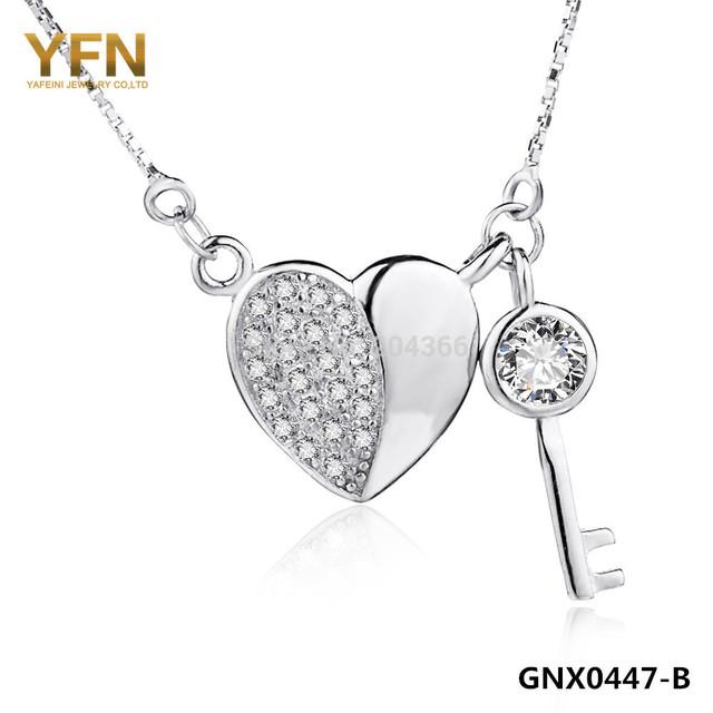 YFN 2015 Collar Genuino 925 Collar de Plata Esterlina Joyería de Las Mujeres CZ Corazón y Clave Colgante, Collar con 0.8mm Cadena de Caja GNX0447