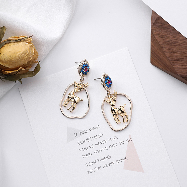 The new 2018 Miss Black snow transport earrings S925 silver earrings Hearts Girls College Wind soft sister earrings