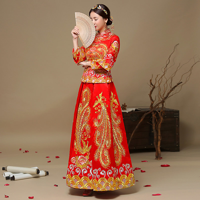 13928a30003d6 Red Bride Gold Thread Embroidery Dragon Phoenix Tailing Vintage Wedding  Qipao Traditional Chinese Dress Long Cheongsam Gown -in Cheongsams from  Novelty ...