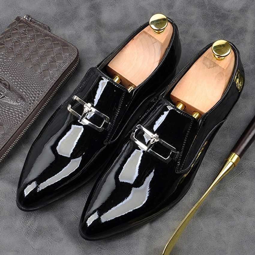 Fashion Designer Patent Leather Formal Dress Mens Wedding Shoes Pointed Toe Slip on Handmade Casual Metal Trim Loafers AM116Fashion Designer Patent Leather Formal Dress Mens Wedding Shoes Pointed Toe Slip on Handmade Casual Metal Trim Loafers AM116