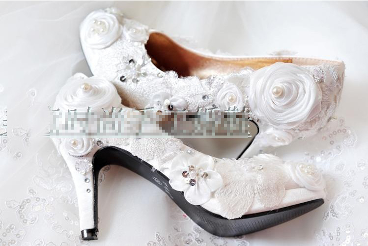 2018 Best Beautiful Round Toe Rhinestone Wedding Bridal shoes Luxurious  Elegant Pearl Crystal Fashion White Dress Shoes-in Women s Pumps from Shoes  on ... 47f254d27225