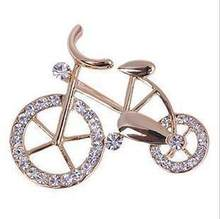Wholesale Korea cute retro cycling suit corsage brooch crystal brooch upscale shawl scarf buckle pin buckle Brooches(China)