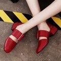 2017 del verano sandalias de tacón medio dedo del pie cuadrado de cuero bombas de diseño de moda gran talón de la señora bombea los zapatos
