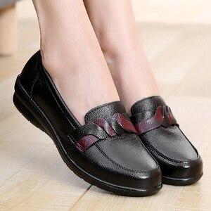 Image 1 - أحذية من الجلد الحقيقي للنساء حجم كبير 9 10.5 سوبرستار حذاء مستدير تو السيدات الانزلاق على 2019 الربيع/الخريف حزام الديكور