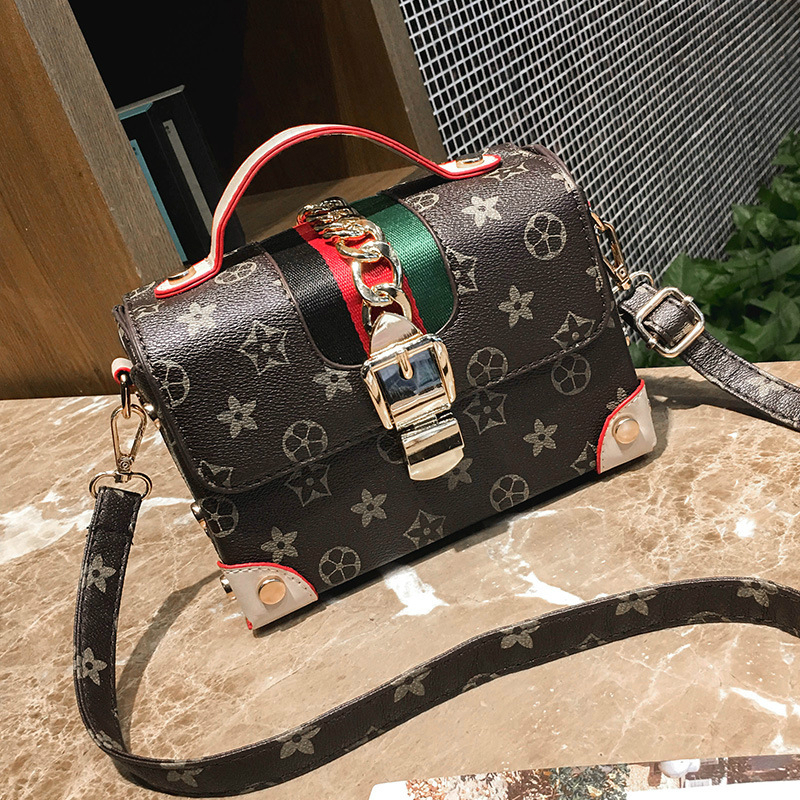 2018 Sell Hot Fashion Vintage Rivet Girl Bag Women Crossbody Bag PU Leather Handbags Purse Clutches Brand Womens Shoulder Bags