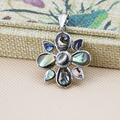 28mm Hot sale Natural color Abalone seashells Flower shape pendant Women Prevalent Wholesale and retail