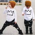 2016 Unisex New Baby meninos roupas de manga comprida Crown impresso T topos + calças padrão geométrico conjuntos