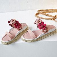 New Hot Outside Fashion Beach Sweet Slippers Pink Flowers Embellished Med Platform Slides Woman Flats Straw Lazy Shoes Woman