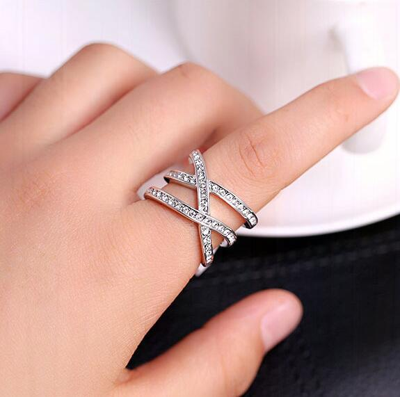 High Quality Brand Jewelry Exquisite Micro Pave Zircon Crystals Crossed Cross Silver Ring Trendy Finger Knuckle Ring for Women