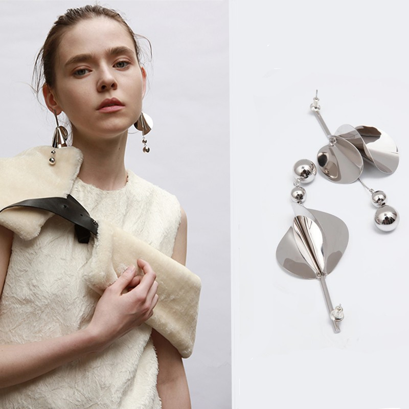 Small designer brand earrings new European and American geometric fashion asymmetric earrings