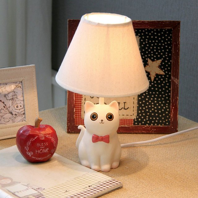 Creative White Resin Cat Bedroom Table Lamp Modern Bedside Table Lights  Study Room Fabric Lampshade Table