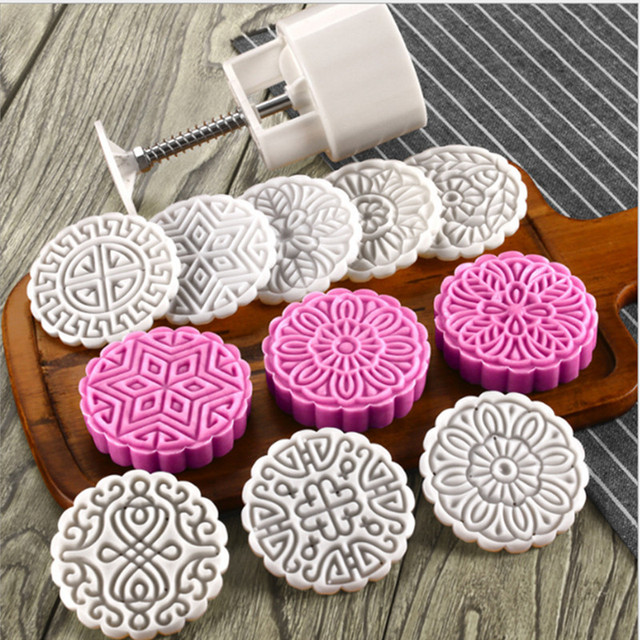 10de33e92 125 Grams Large Moon Cake Mold Round Flower Plastic Baking Pastry Tools Chinese  Cake Plunger Set DIY Hand Press Mooncake Tools