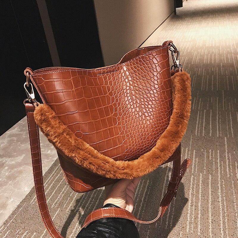 Women\'S Handbag Handbag Velvet Stitching Plush Shoulder Bag Solid Color Pu Leather Bucket Bag