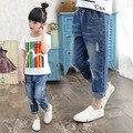 Calça Jeans crianças Meninas 2016 Primavera Outono Moda Estilo Casual de Algodão Comprimento Longo Buraco Sólidos Calças de Roupas Meninas das Crianças
