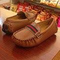 2016 Nuevo Otoño bebé Niño Zapatos de Cuero Casual Zapatillas Niñas Zapatos de Cuero de LA PU Beige Moda Niños Mocasines Niños Zapatos Deportivos